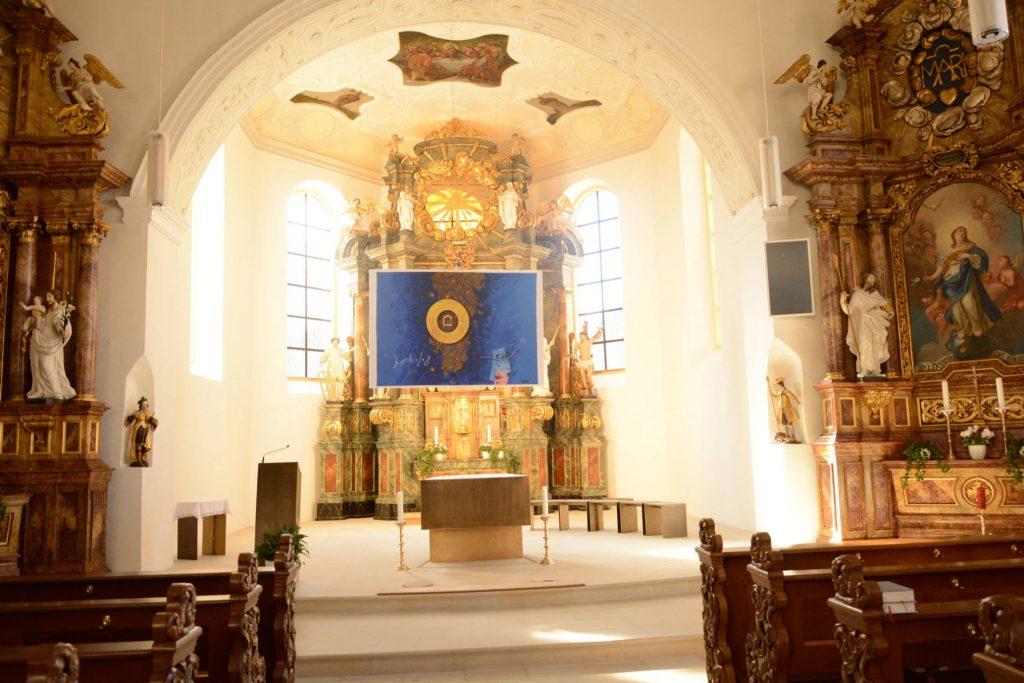 st-vitus-altar-im-sonnenlicht
