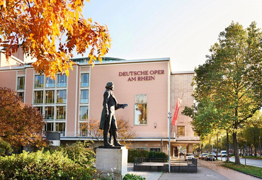 aussenfassade-deutsche-oper-duesseldorf